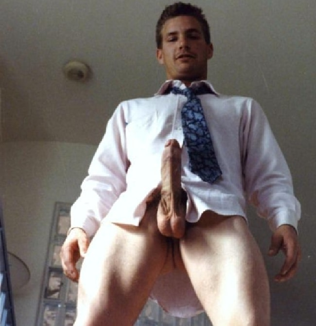Horny Man Wearing Shirt And Tie - Gay Cam Chatters