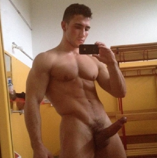 Nude Muscle Man With A Big Cock - Gay Cam Chatters