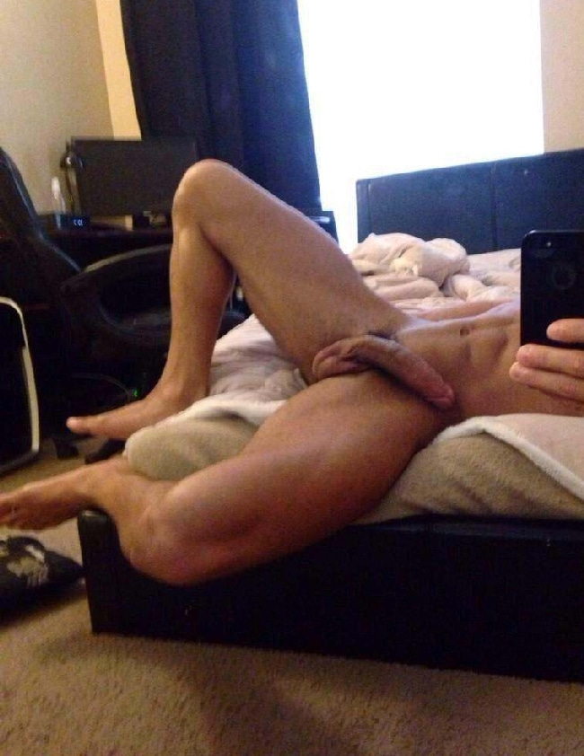 guy with big dick posing nude on bed